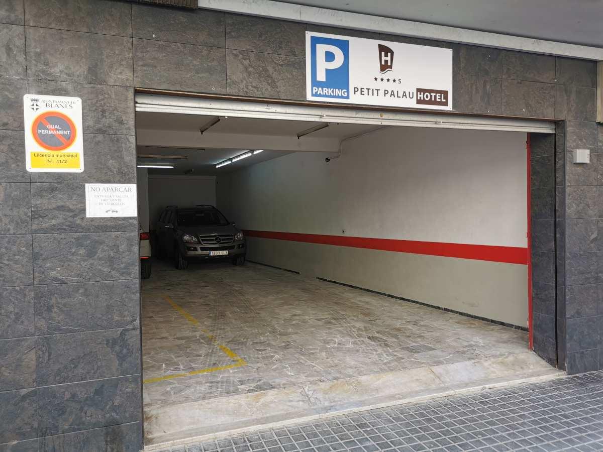 En el Hotel Petit Palau disponemos de servicio de parking privado